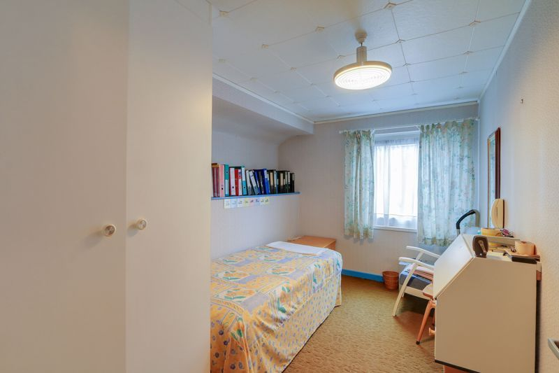 4 bed house for sale in Frensham Way  - Property Image 11