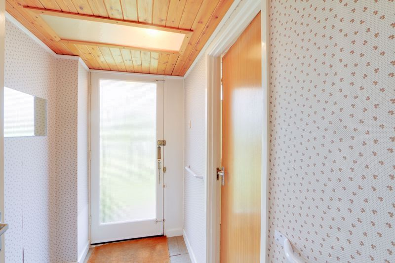 4 bed house for sale in Frensham Way  - Property Image 13