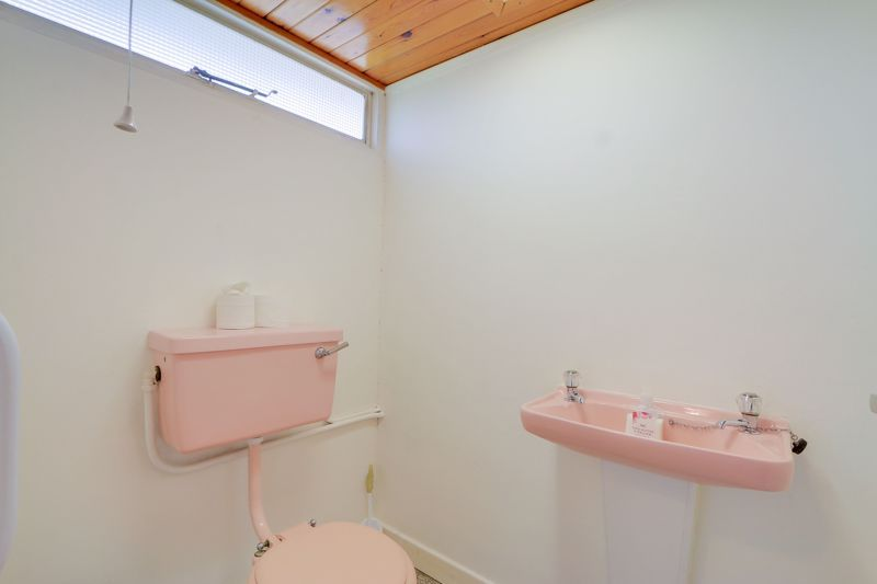 4 bed house for sale in Frensham Way  - Property Image 14