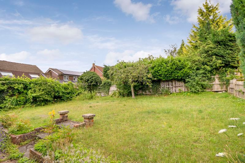 4 bed house for sale in Frensham Way 15