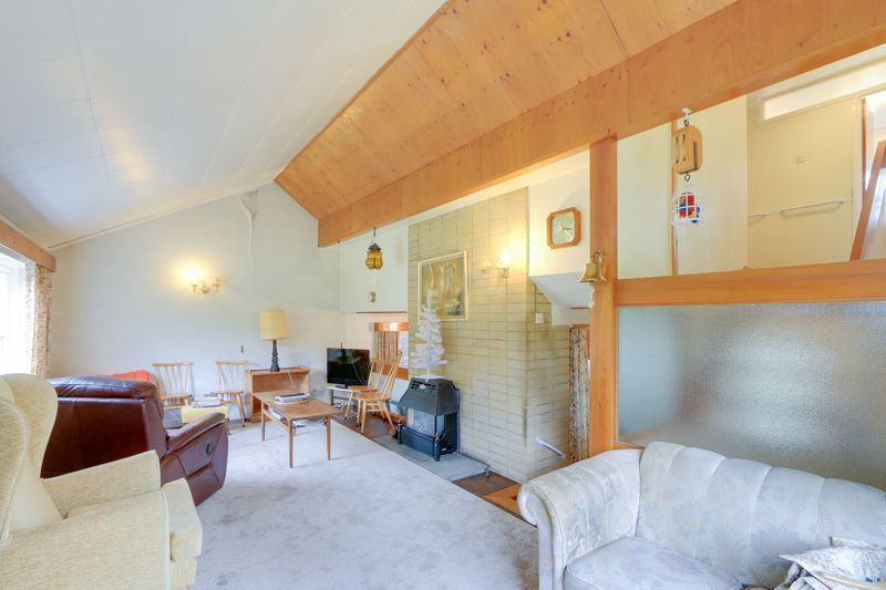 4 bed house for sale in Frensham Way  - Property Image 3
