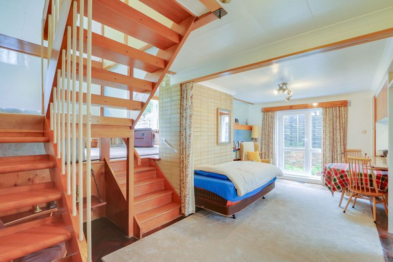 4 bed house for sale in Frensham Way 6