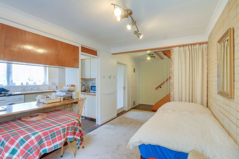 4 bed house for sale in Frensham Way 7