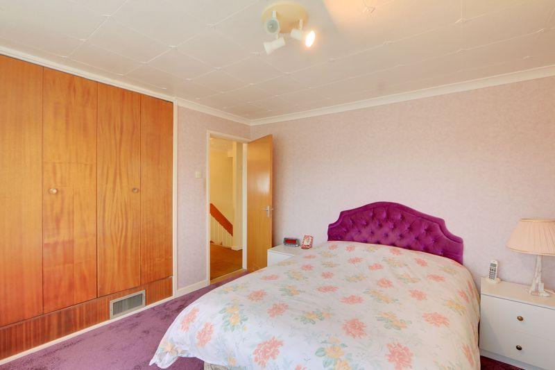4 bed house for sale in Frensham Way 8