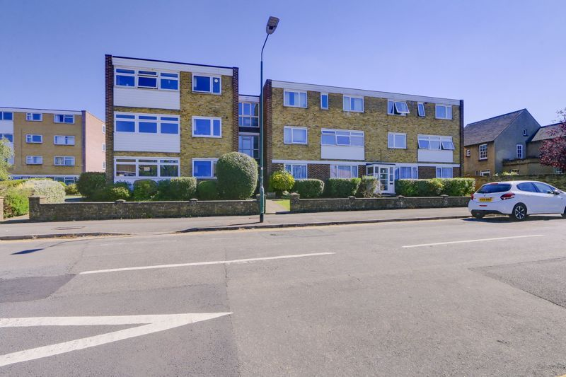 2 bed flat to rent in St. Georges Road, SM6