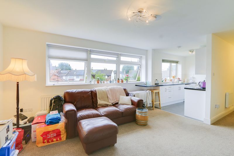 2 bed flat to rent in St. Georges Road 3