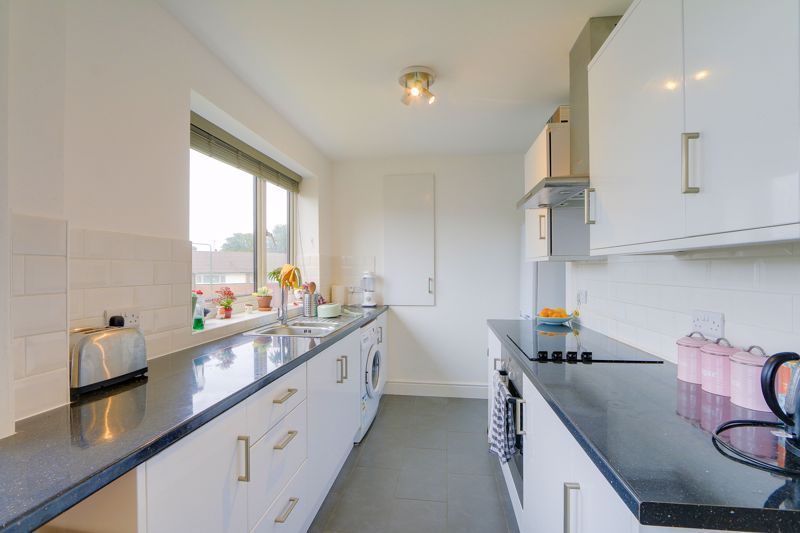 2 bed flat to rent in St. Georges Road 4