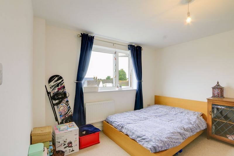 2 bed flat to rent in St. Georges Road 5