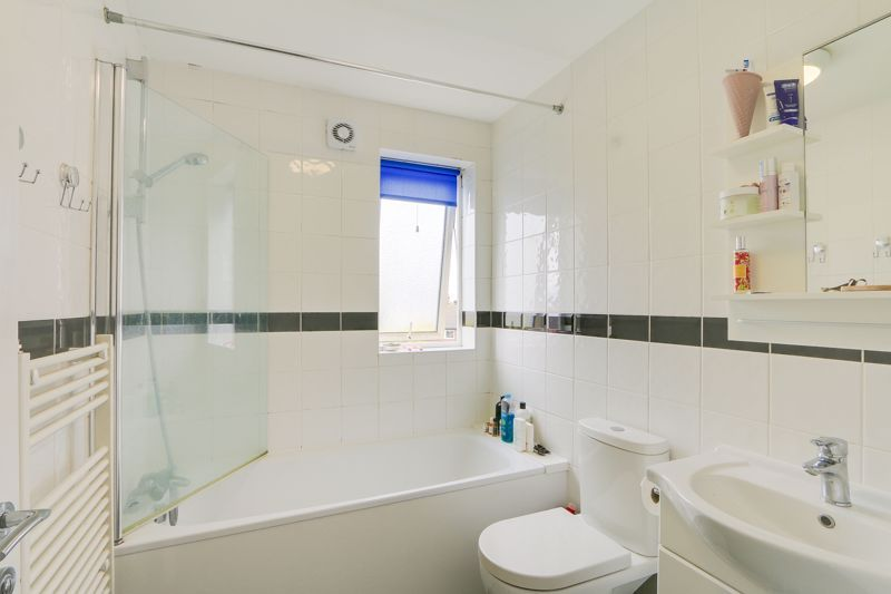 2 bed flat to rent in St. Georges Road 8