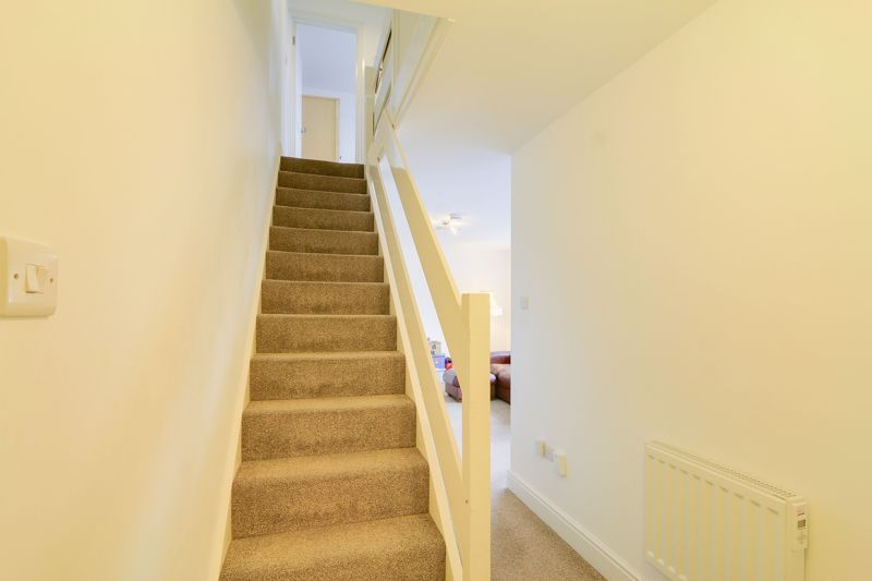 2 bed flat to rent in St. Georges Road 9