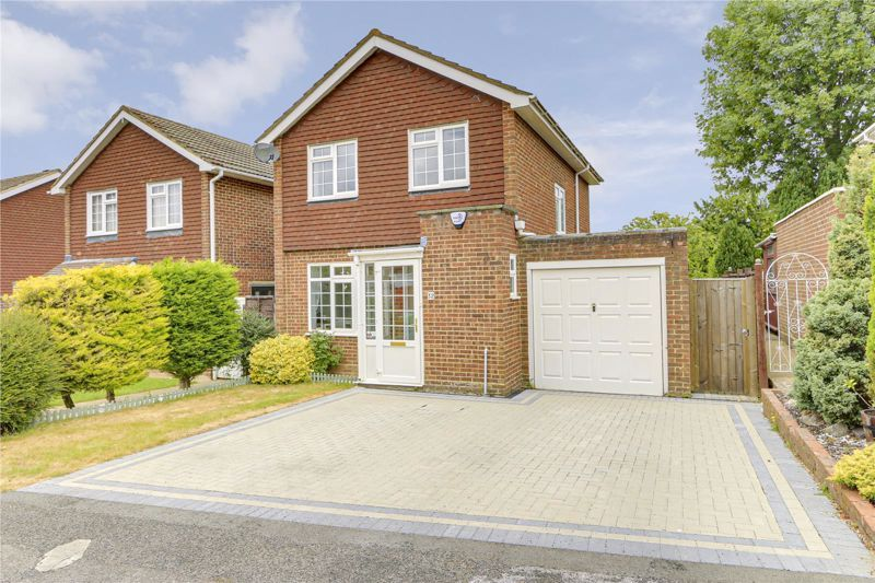 3 bed house for sale in The Driftway 1
