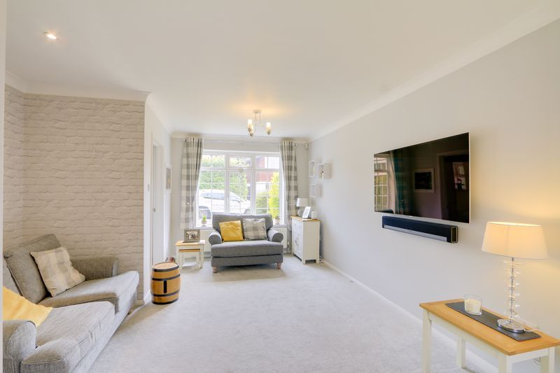3 bed house for sale in The Driftway 2