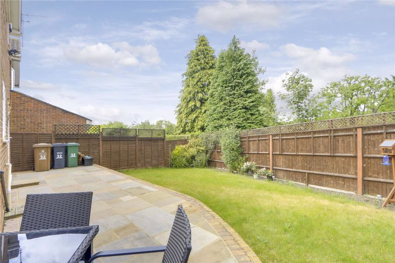 3 bed house for sale in The Driftway 16
