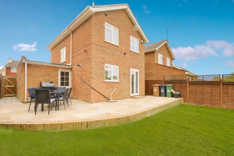 3 bed house for sale in The Driftway 17