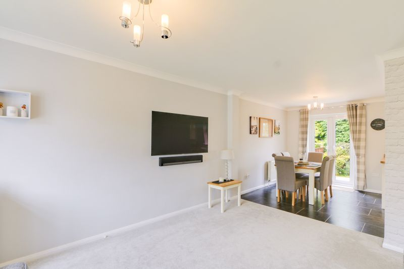 3 bed house for sale in The Driftway  - Property Image 3
