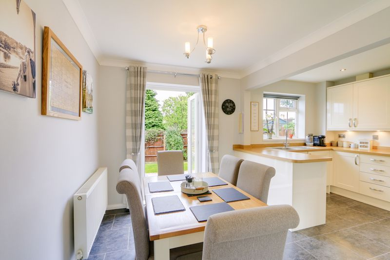 3 bed house for sale in The Driftway  - Property Image 5