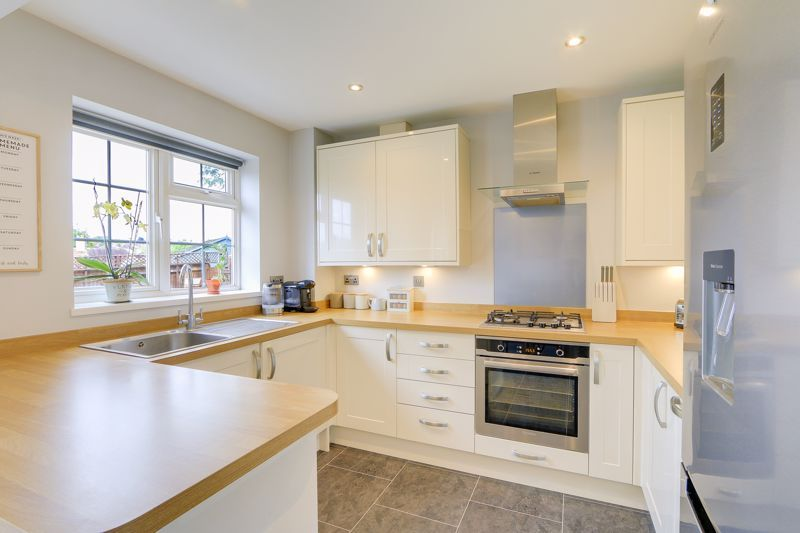 3 bed house for sale in The Driftway 6