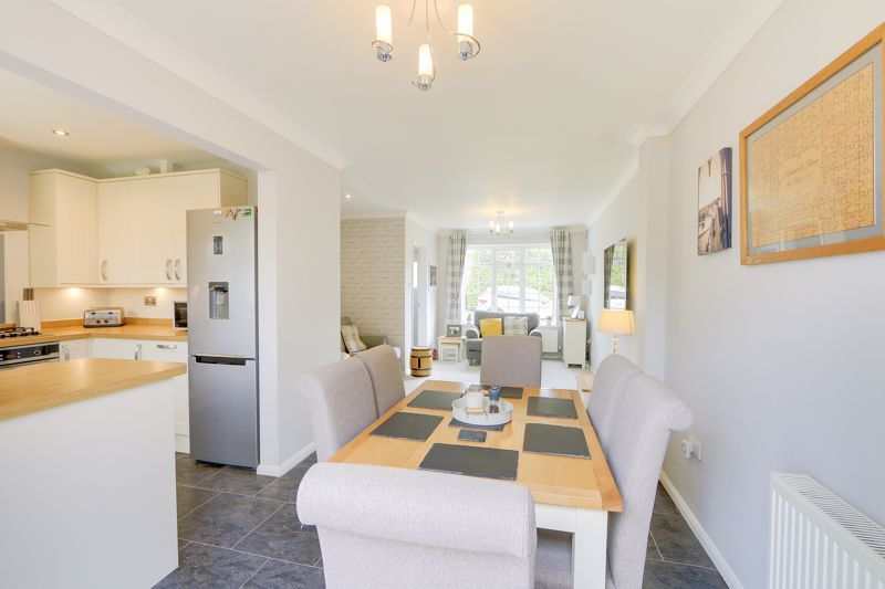 3 bed house for sale in The Driftway  - Property Image 7
