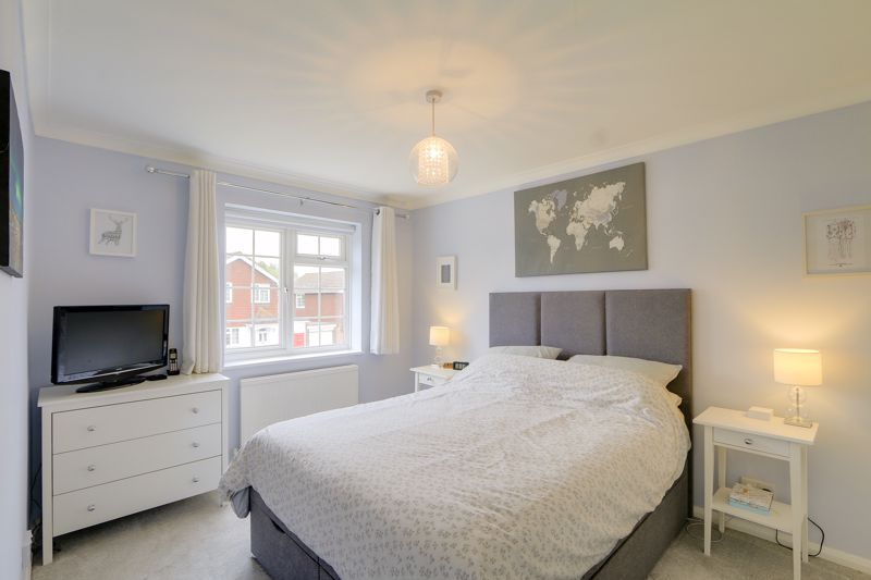 3 bed house for sale in The Driftway  - Property Image 8