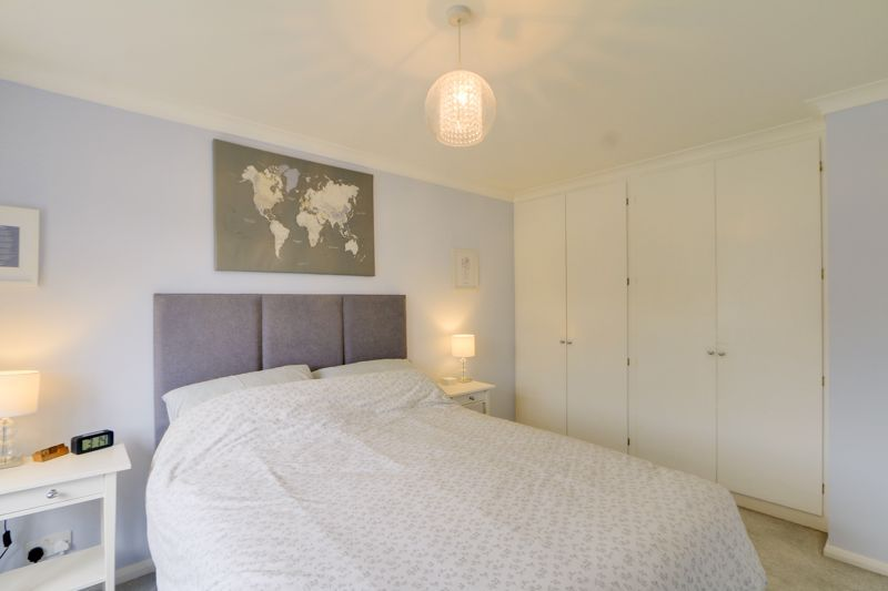 3 bed house for sale in The Driftway 9