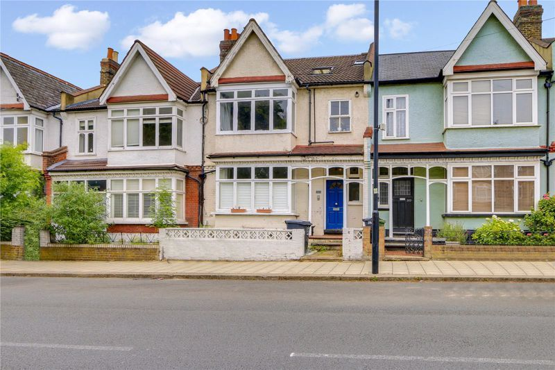 1 bed flat to rent in Valley Road, SW16