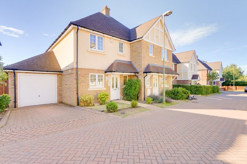 3 bed house for sale in Whitebeam Close 1