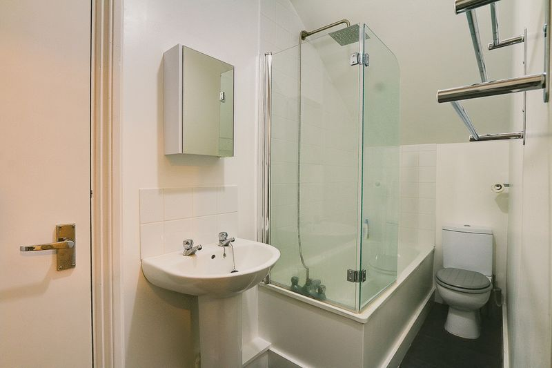 1 bed flat for sale in Croham Road 6