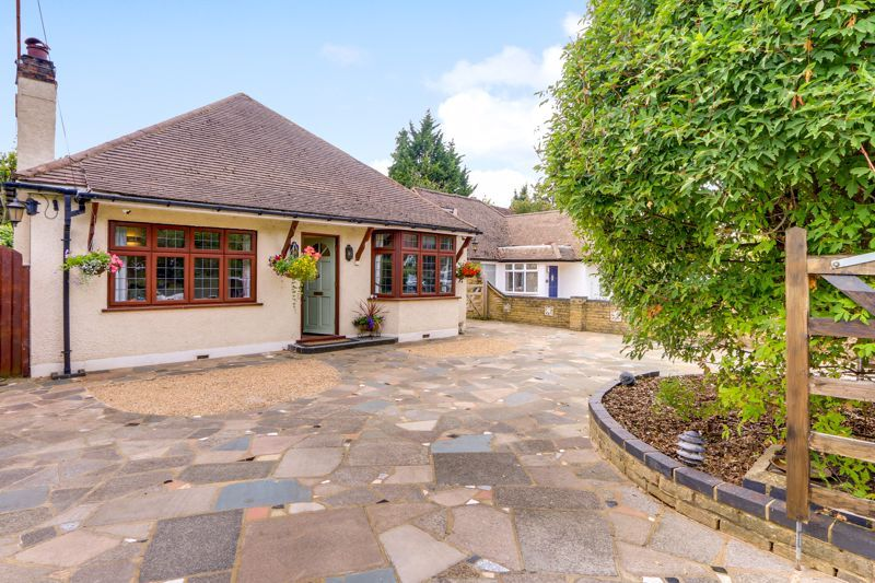 3 bed bungalow for sale in Rosebery Road, KT18