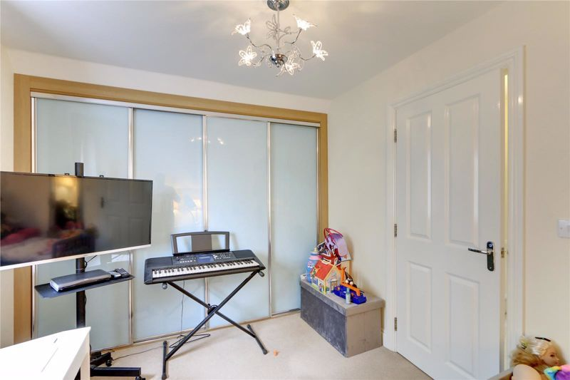 5 bed house for sale in Ash Close 17