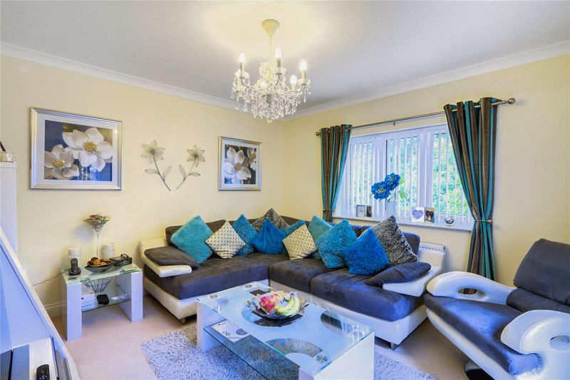 5 bed house for sale in Ash Close 3