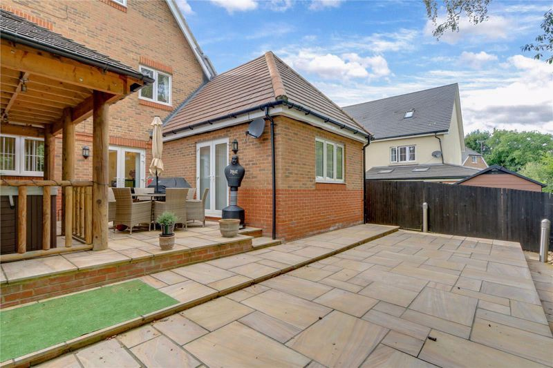 5 bed house for sale in Ash Close 27