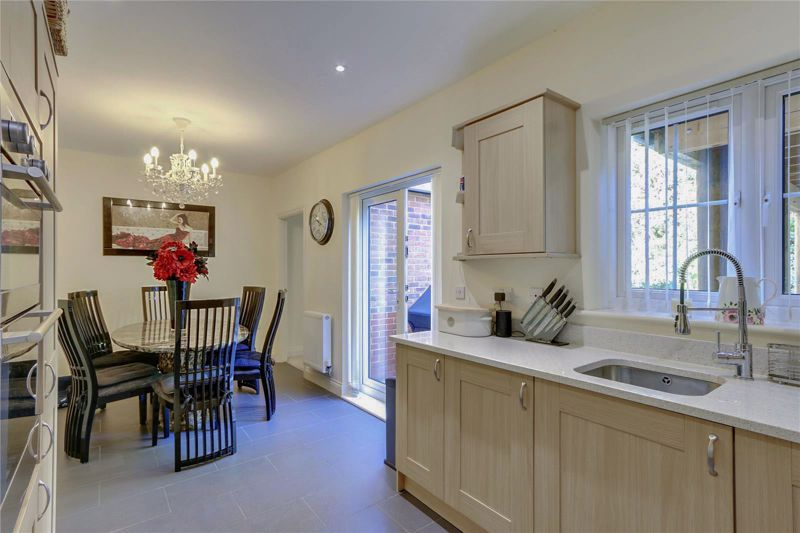 5 bed house for sale in Ash Close 6