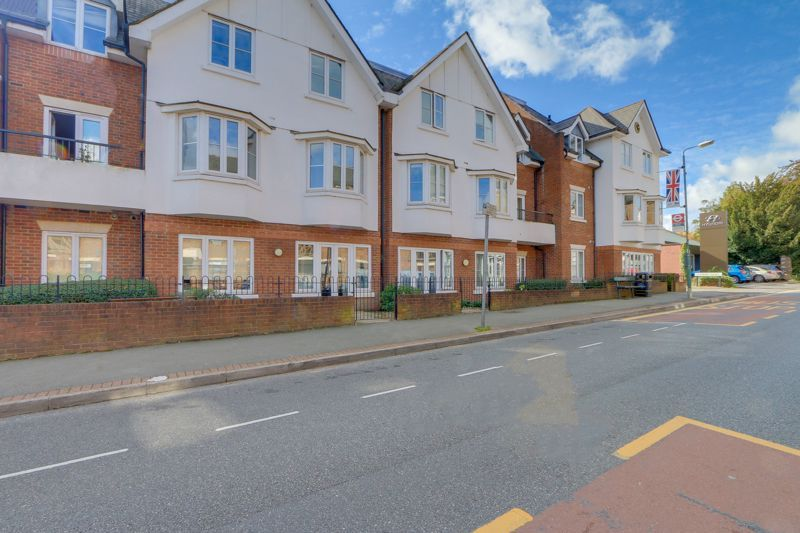 2 bed flat for sale in California Close, SM2