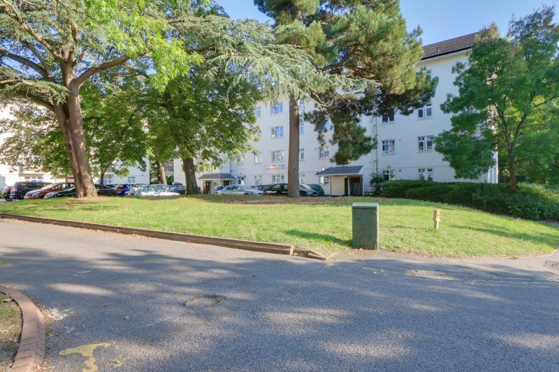 2 bed flat for sale in Kingsnympton Park, KT2