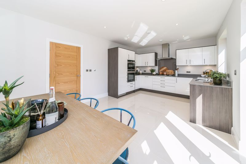 4 bed house for sale in Hornbeam Close  - Property Image 6