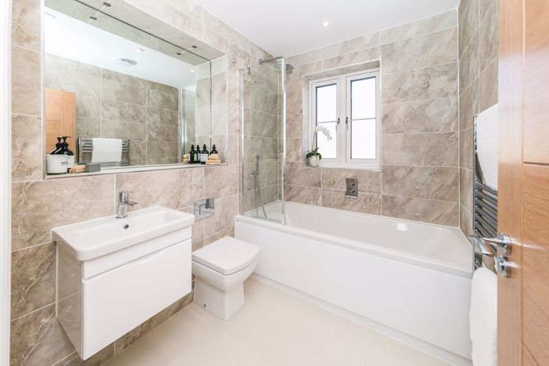 4 bed house for sale in Hornbeam Close  - Property Image 9