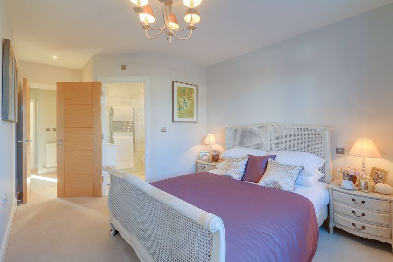 4 bed house for sale in Hornbeam Close  - Property Image 5