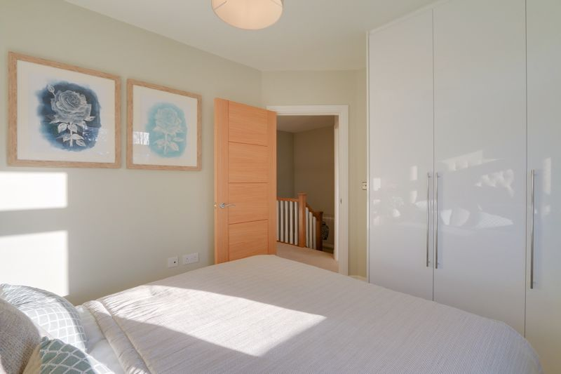 4 bed house for sale in Hornbeam Close  - Property Image 8