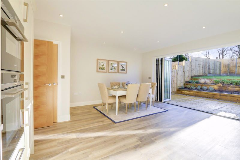 4 bed house for sale in Hornbeam Close  - Property Image 4