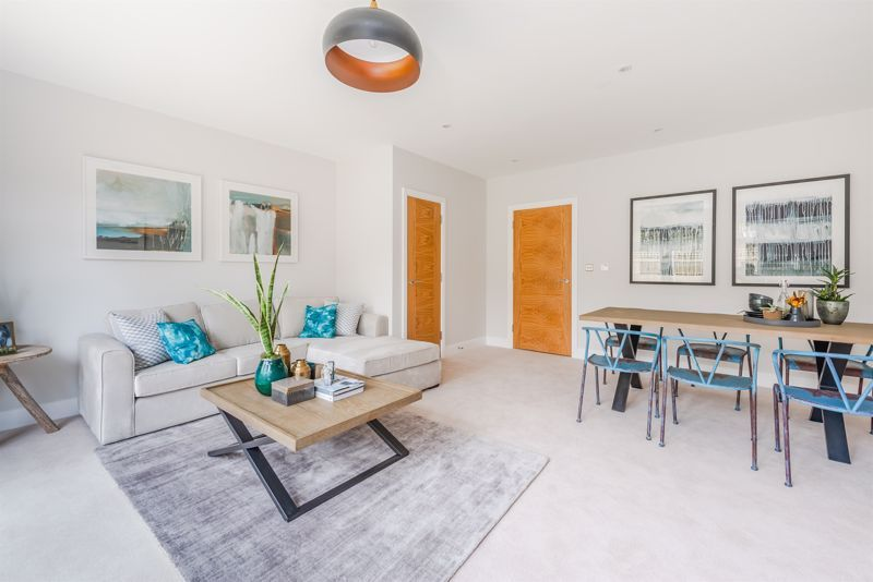 4 bed house for sale in Hornbeam Close 2