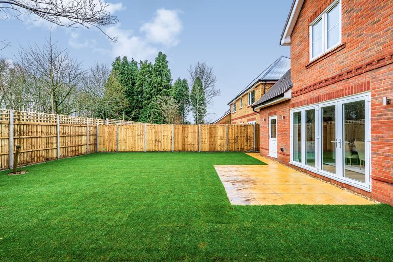 4 bed house for sale in Hornbeam Close  - Property Image 10