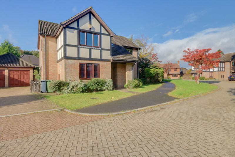 5 bed house for sale in The Lye 1