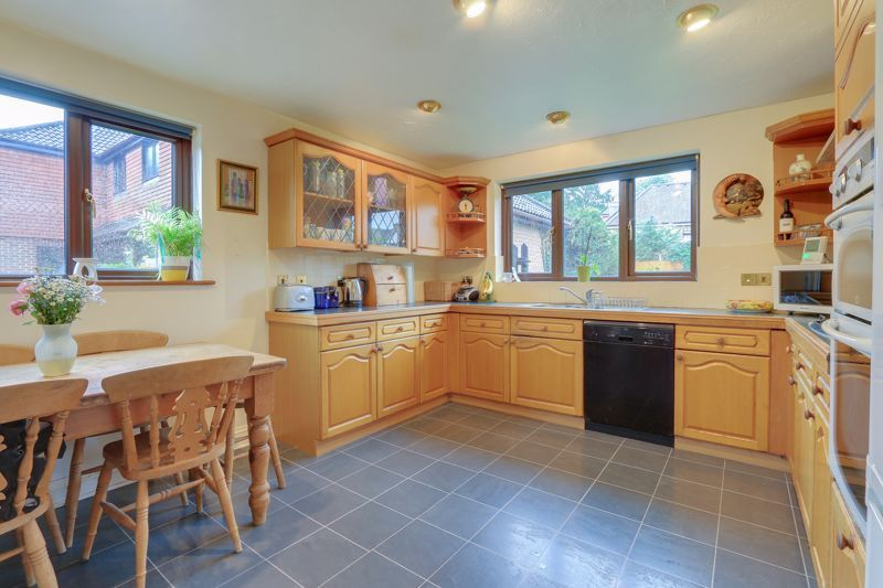5 bed house for sale in The Lye 2