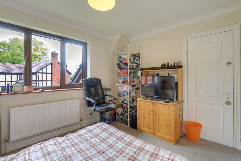 5 bed house for sale in The Lye 13