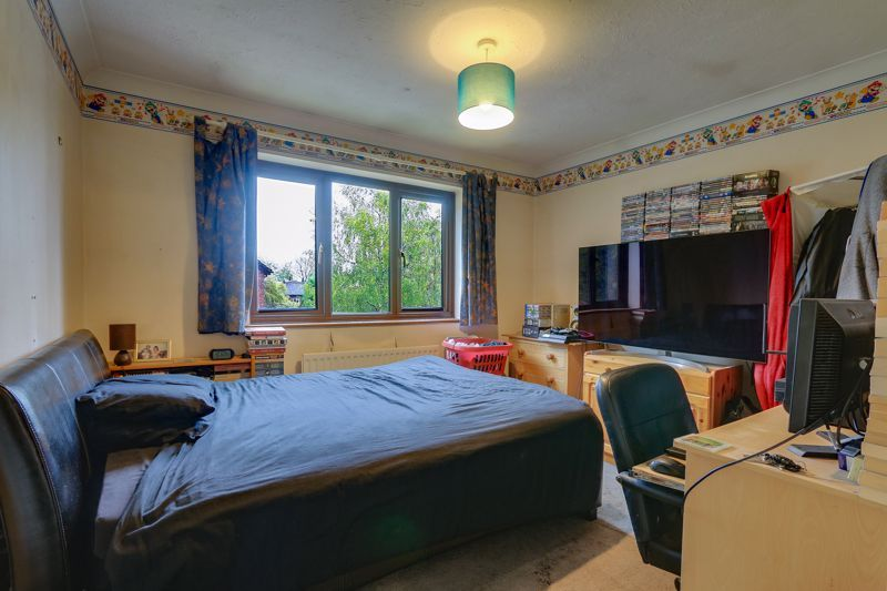 5 bed house for sale in The Lye 14