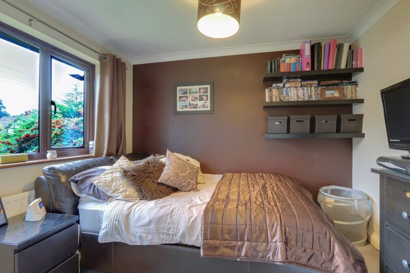 5 bed house for sale in The Lye 15