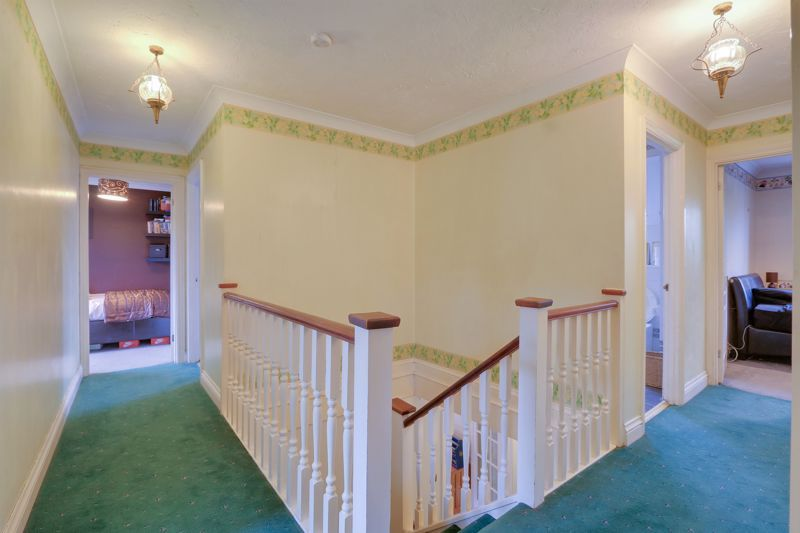 5 bed house for sale in The Lye 18