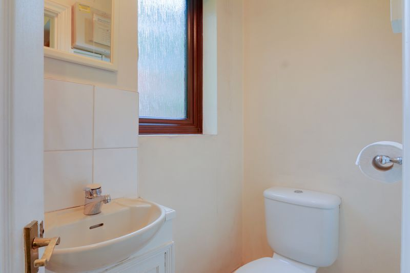 5 bed house for sale in The Lye 19