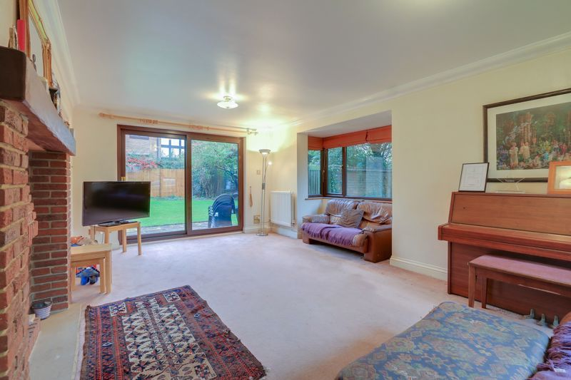 5 bed house for sale in The Lye 3