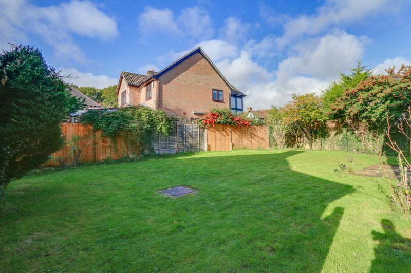 5 bed house for sale in The Lye 21